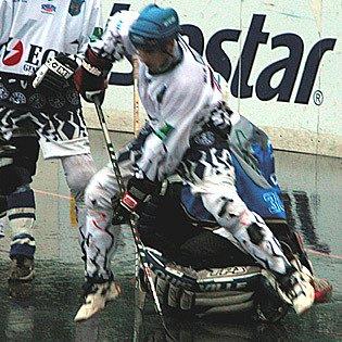 Hokejbalisté KEBu v sobotu doma podlehl Ústí nad Labem 1:2.