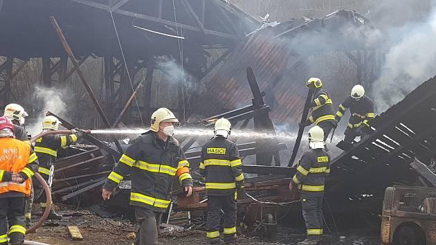 V zákolanské firmě hořelo, škody jsou obrovské, nikdo nebyl zraněn.
