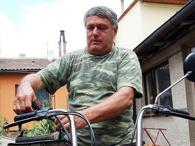 Dříve znal Jaroslav Matějka jen práci, dnes neví u kterého koníčka začít.