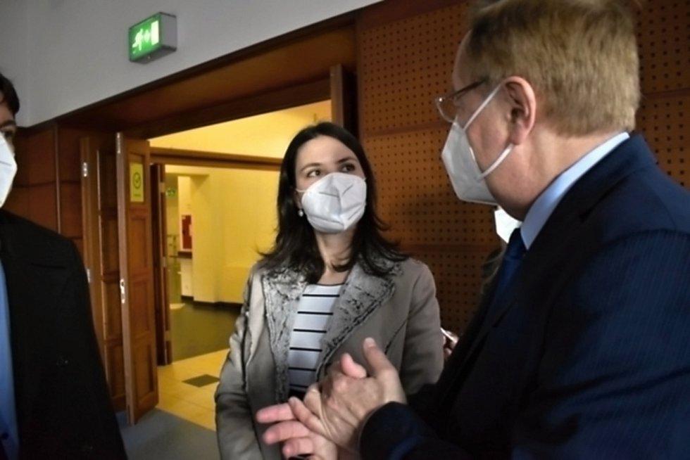 Ministr zdravotnictví Petr Arenberger přijel do Slaného osobně poděkovat zdravotníkům.
