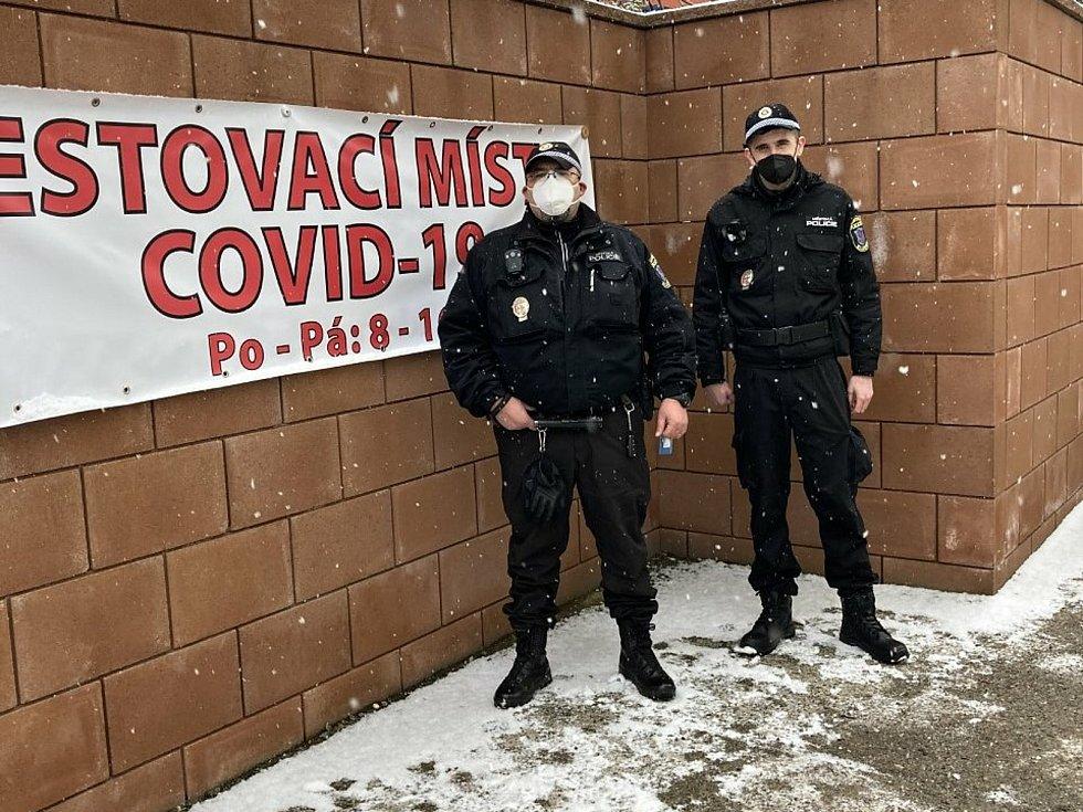 Strážníci v ulicích Kladna.