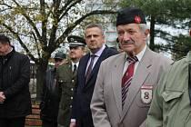 Položení květinových věnců na náměstí Svobody v Kladně u příležitosti Dne válečných veteránů.
