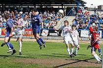 Pavel Bartoš dává gól, Kladno vede 1:0.