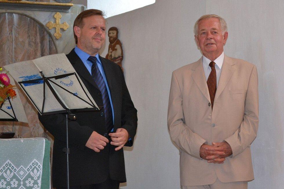 Uvítací proslov pana starosty Burdy a pana Laštovky.