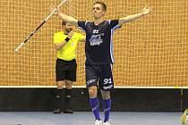 Miloš Tyl v dresu Kladna slaví jeden ze svých mnoha gólů.