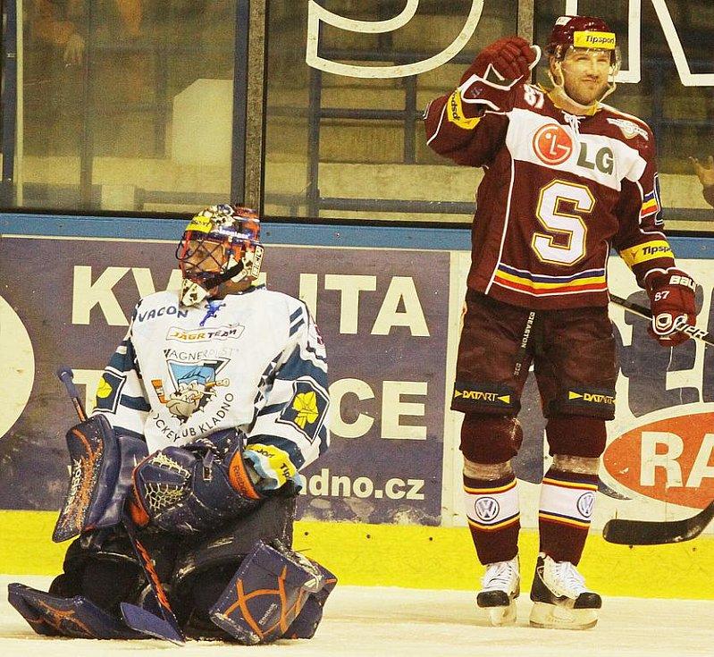 Sparťané ve třech vstřelili Kladnu čtvrtou branku, to byl konec nadějí na obrat v utkání  // HC Vagnerplast Kladno - HC Sparta Praha 2:4, O2  ELH 2010/11, hráno 16.1.2011