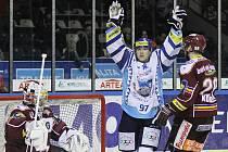 Vladimír Kameš a jeho gólová radost v lednovém duelu proti Spartě. Teď ji Kladno přivítá znovu.