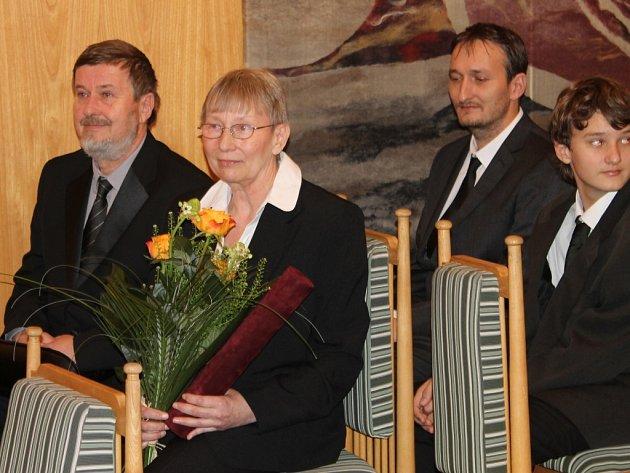 Čestné občanství Lidic převzala dcera Marie Uchytilové Sylvia Klánová