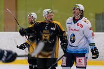 Kadanští Trhači dnes na svém ledě přivítali tým Rytířů Kladno, kterým podlehli nakonec 2:3. Trhači v zápase Rytířům stačili a nebyl to vůbec špatný hokej, ale nakonec vyhrál ten úspěšnější, který dokázal zařízení lepe trefovat a proměnit své šance.  (27.2