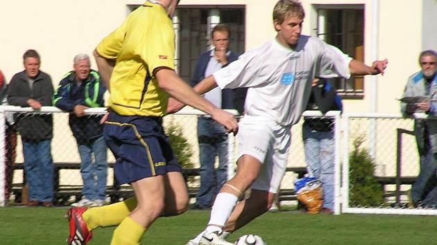 Dva góly Jakuba Hořejšího (vpravo) Slanému na body nestačily.