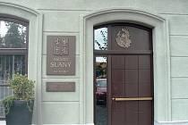 Vchod na městský úřad ve Slaném.