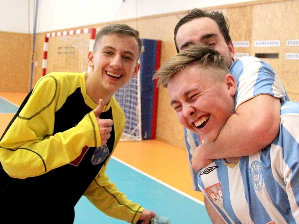 Velký turnaj SKFS rozhodčích se odehrál v Unhošti, vyhrál Mělník. Pohoda Kuthohoráků