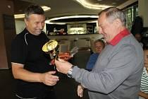Předání ocenění vítězům Tip ligy, jarní kolo 2013. Akce se konala v Restauraci Sportovního centra Atlas Slaný.