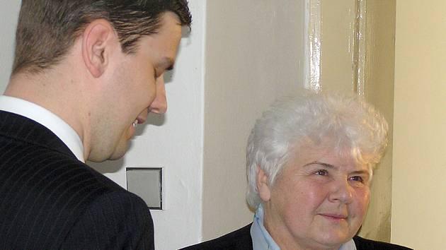 Exstarostka Libušína popírá, že by se ve druhé polovině devadesátých let dopustila ve své funkci nějakého trestného činu. Přiznává pouze určitá pochybení v otázce výběrových řízení.