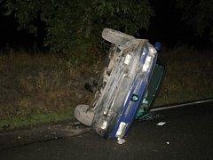 Havárie mladíka ze Smečna, s vozem nezvládl zatáčku u odbočky ve směru od Dolu Libušín.