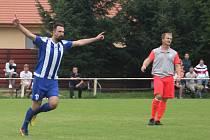 I. B třída, 2. kolo: Slovan Velvary B (v modrobílém) - Slavia Velký Borek (4:0)