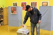 Volební místnost v budově Střední zdravotnické školy a Vyšší odborné školy zdravotnické Kladno.