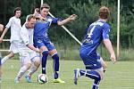 Václav Kraus (v modrém) se chce z Tuchlovic vrátit do Kladna, jeho současný klub však žádá náhradu.