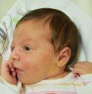 ELEANOR TAKACZ, NELAHOZEVES. Narodil se 12. května. Vážil 3,63 kg, míra 51 cm. Rodiče jsou Veronika a Tomáš Takacz. (porodnice Slaný).