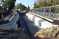 Uzavírka mostu v ulici Olgy Scheinpflugové ve Slaném se o něco protáhne.