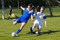 Fotbalová příprava: Velvary (v modrém) - SK Kladno.