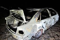 Z vozu už nedokázali hasiči zachránit nic