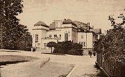 Pohled na divadlo i s částí Kollárovy ulice (dnes Víta Nejedlého) z roku 1929.