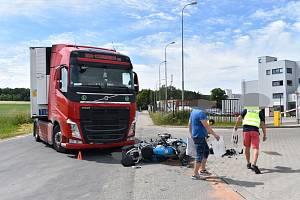 Dopravní nehoda před továrnou La Lorraine v ulici Kožovská u obce Velké Přítočno.