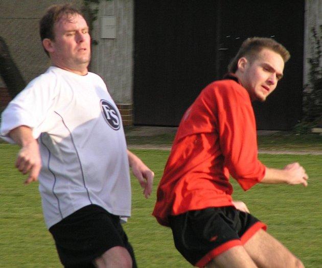 Petr Zýka (vlevo) odehrál dobrý zápas, ale Lidice body nezískaly.