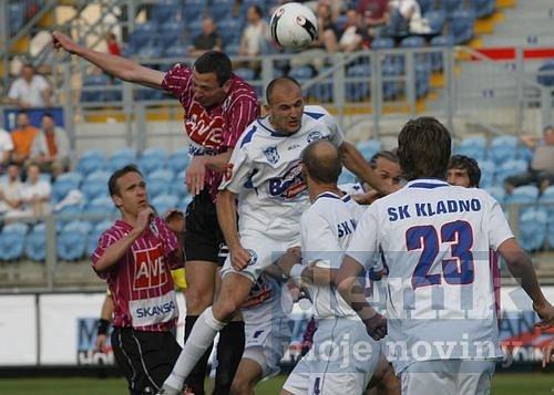 České Budějovice - Kladno 3:0, hlavičkuje Jaromír Šilhan