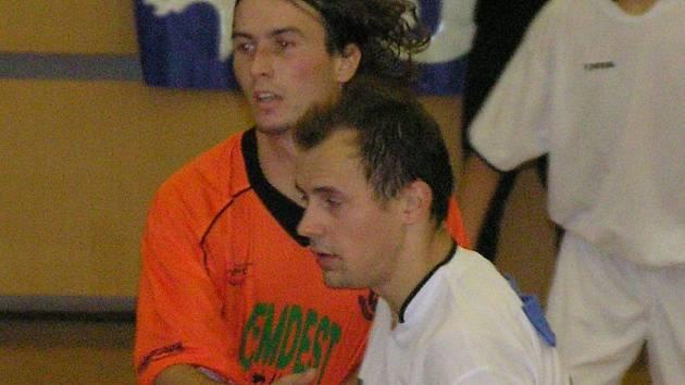 Martin Fitko (v bílém) dal dva góly a proměnil penaltu - Kladnu tak zásadně pomohl k postupu.