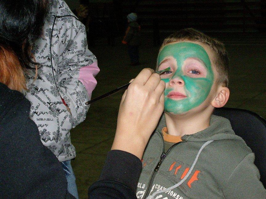 Děti na Sletišti hrály hry a dobře se bavily.