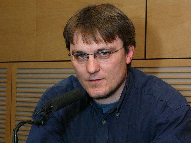 Miroslav Bureš za mikrofonem.