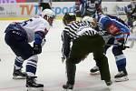 Hokejové Kladno hostilo v extralize Brno, Jaromír Jágr přivítal Tomáše Plekance.