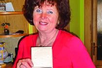 Ředitelka Zuzana Malá dostala medaili ministerstva školství.