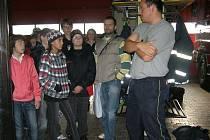 Školáci se dozvěděli vše o vybavení hasičských vozů.