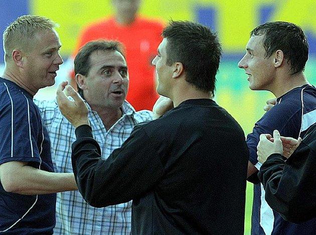Takto MIchal Zachariáš (vpravo) prožíval v Olomouci gól Jana Procházky z poloviny hřiště.