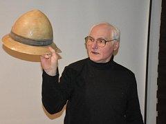 Hlubič Zdeněk Hort představil někdejší pracovní ochrannou helmu
