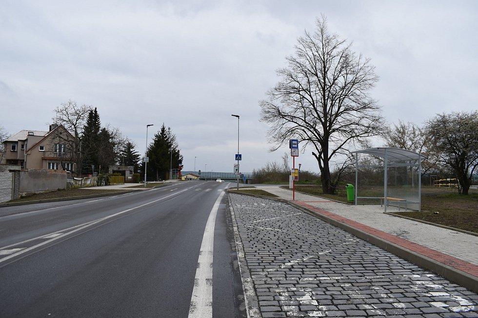 Nová zastávka U Sloupu ve Slaném.