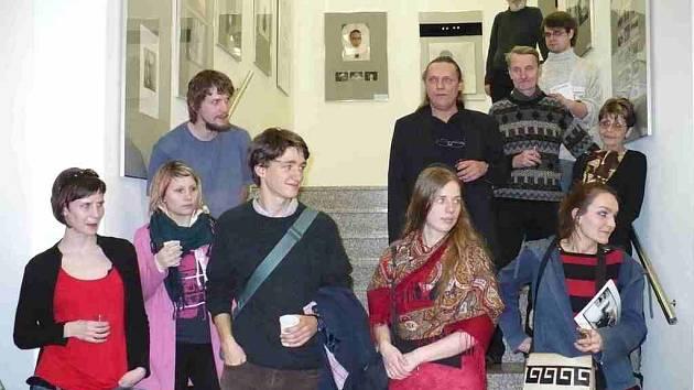 Mezi studenty z dílny Jiřího Hankeho je i řada cizinců. Spojuje je však tvůrčí zápal.