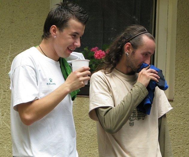 Bobeš Mrština (vlevo) s kamarádem Radkem Stříbrným při turnaji  centra Zahrada.