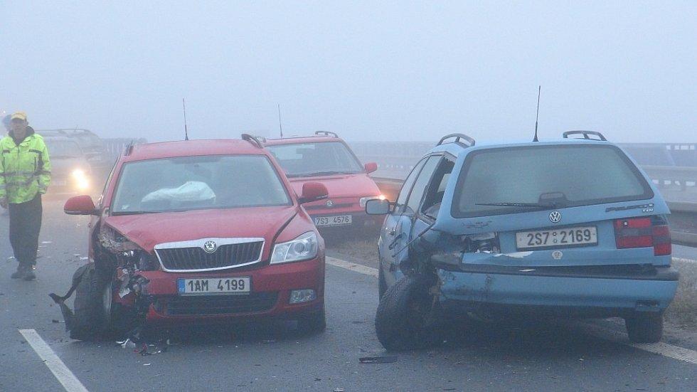 Hromadná nehoda na R6 u Unhoště, čtvrtek 15. listopadu 2012