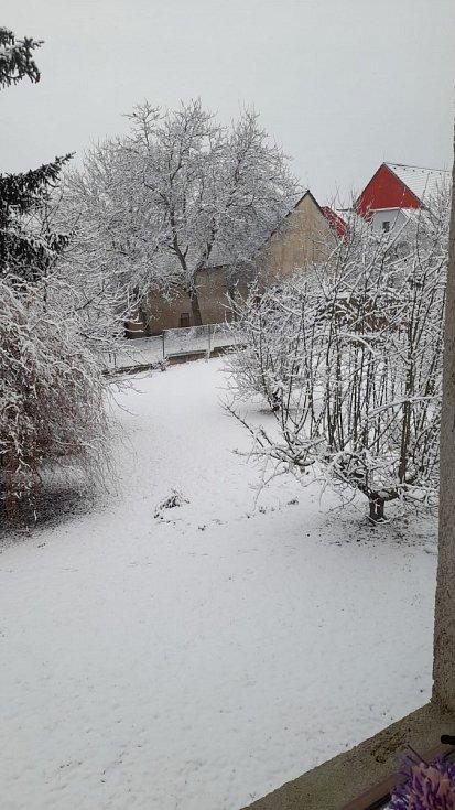 Zasněžená krajina v Tuchlovicích.
