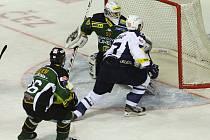 Jan Hlaváč takhle otevřel skóre duelu Kladno - Karlovy Vary.