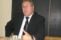 Kmetiněvský starosta Luděk Kvapil je známý také jako iniciátor Kmetiněvské výzvy, jež propaguje přísnější trestání dětských vrahů.