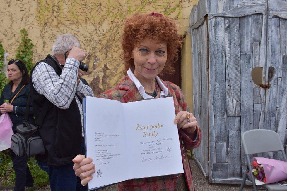 Kateřina Milerová v Zámecké zahradě v Kladně.