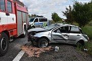 Ford Focus vyjel mimo vozovku, řidič utrpěl vážná zranění.