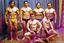 Tým závodníků Poldi Kladno – zleva nahoře Pavel Šedivý, Eda Fuxa, Pavel Hons, Pavel Beránek, dole zleva Emil Marek a Jiří Štanc.