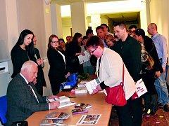 Autogramiáda Václava Klause v Lidicích