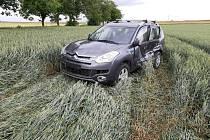 Děsivě vyhlížející nehoda, při které nebyl naštěstí nikdo zraněn, se stala ve čtvrtek 1. července krátce před 17. hodinou na silnici nedaleko Dolína.